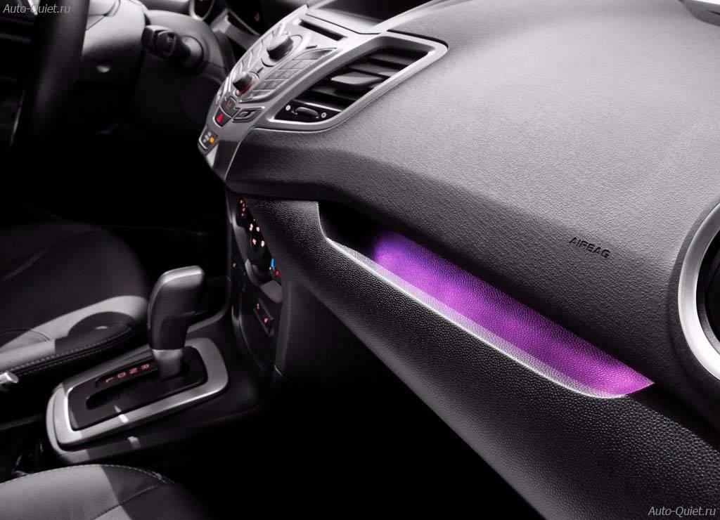 Ford_Fiesta_Sedan_2014_12